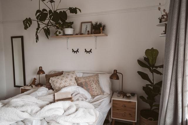 Rozhrabaná postel moc optimistická není.