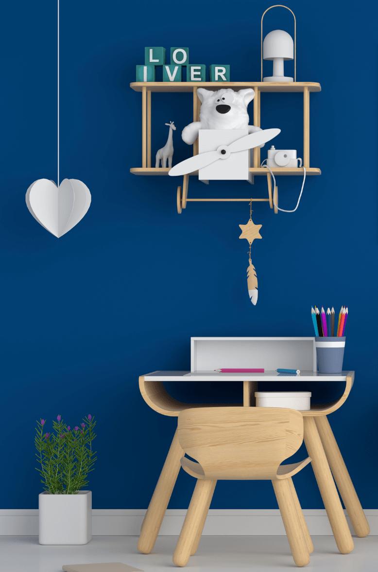 Dětský pokoj vymalovaný klasickou modrou barvou