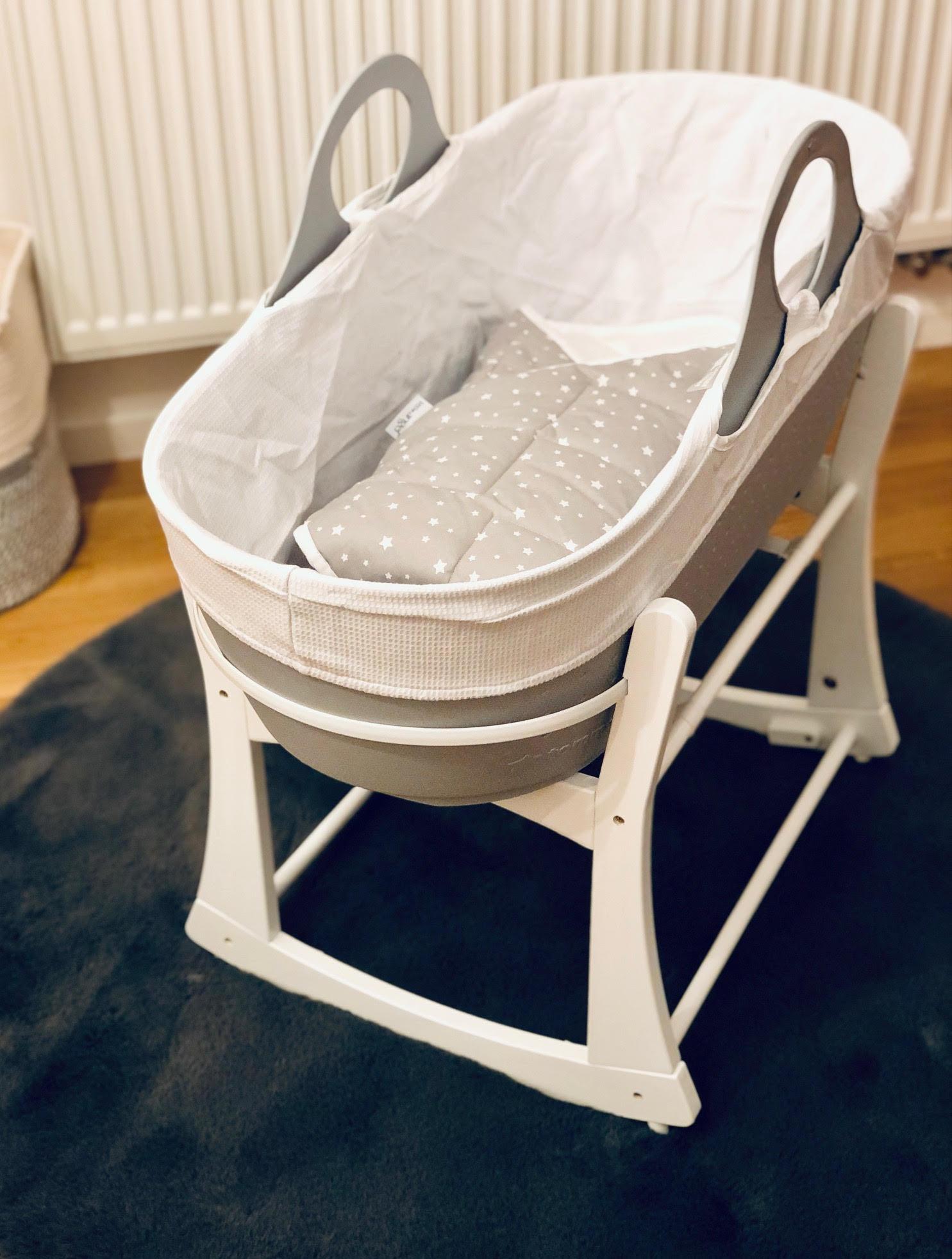 Výbavička od Tommee Tippee - recenze košíku na spaní, dudlíku, koše Twist and Click a lahviček